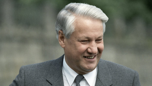 Три дня запоя и попытки сбежать в посольство США: Руцкой рассказал о поведении Ельцина во время путча