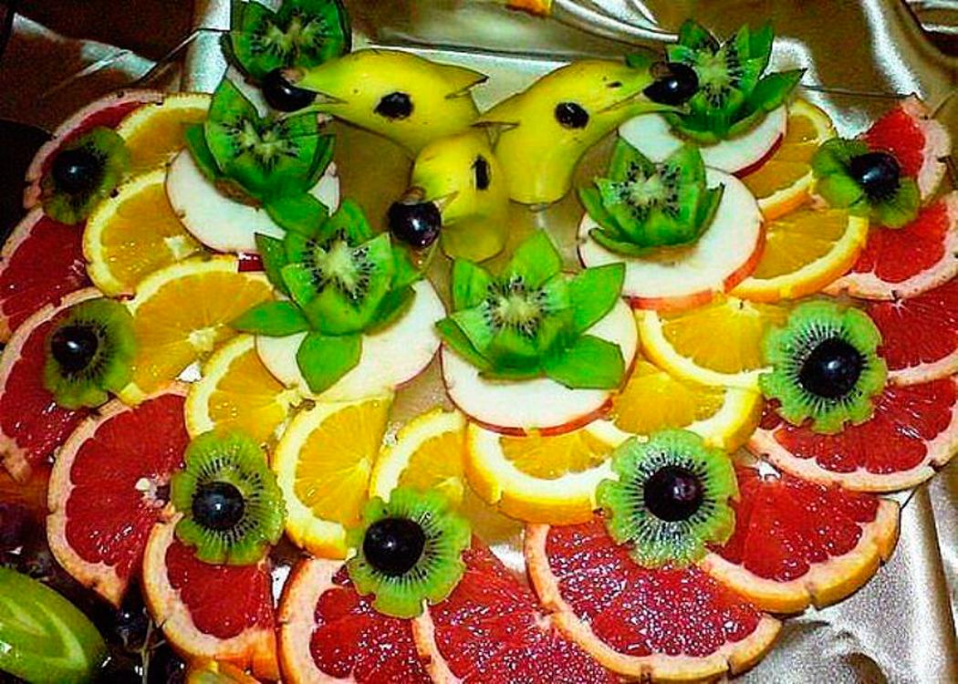 ранее нарезка фруктов на праздничный стол фото приглашение сша