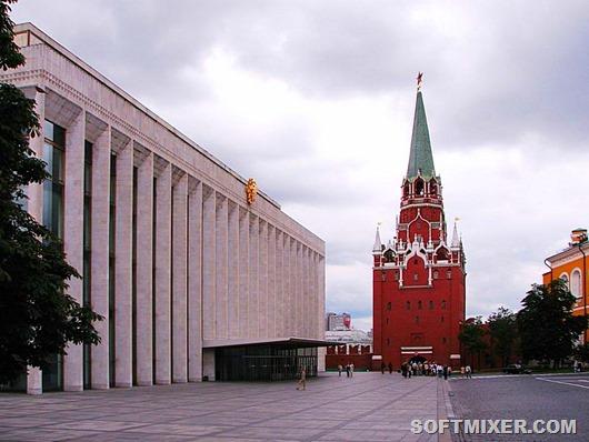 «Стекляшка» посреди Кремля