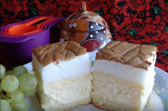 Из формы просто выпрыгивает! Попробуйте приготовить такой нежный и пышный пирог
