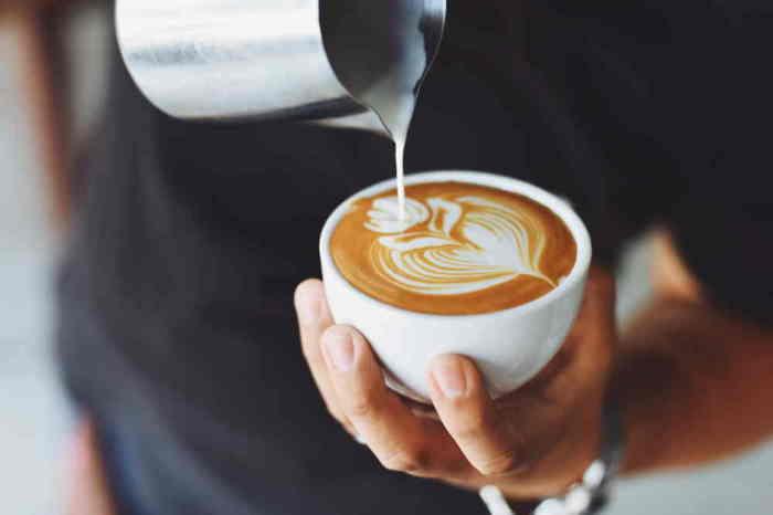 Чашка кофе может быть поводом для иска. /Фото: destinasiku.com