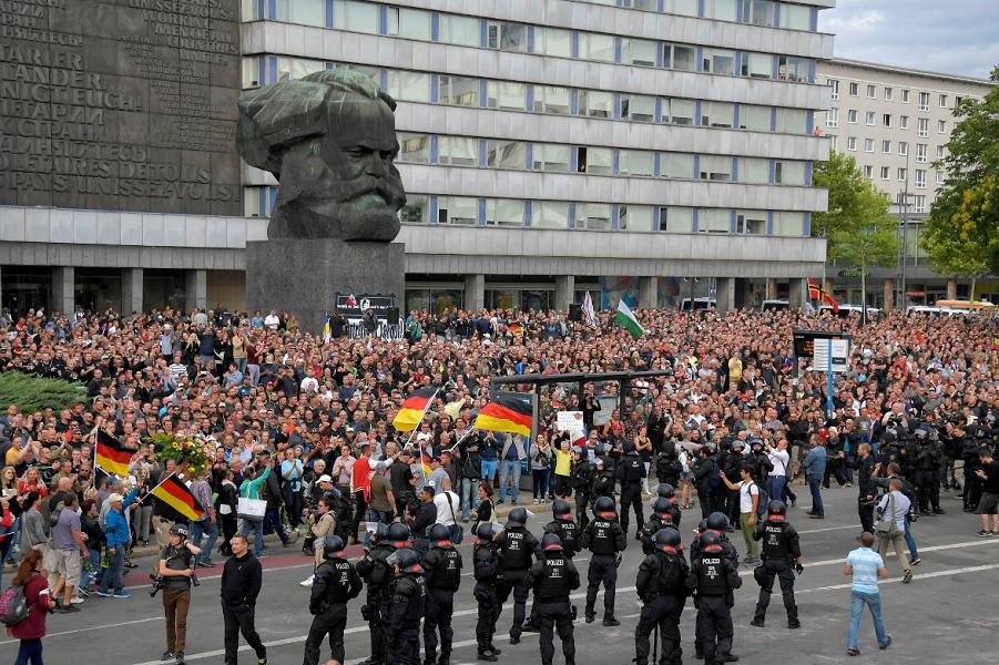 Восточная Германия поменяла Меркель на Альтернативу
