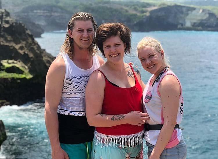 """На Бали из австралийского туриста сделали """"красного дракона"""" бали, в мире, красный  дракон, люди, массаж, турист"""