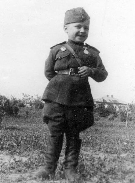 Самый молодой воин Великой Отечественной войны, 6-летний гвардеец Сережа Алёшков.