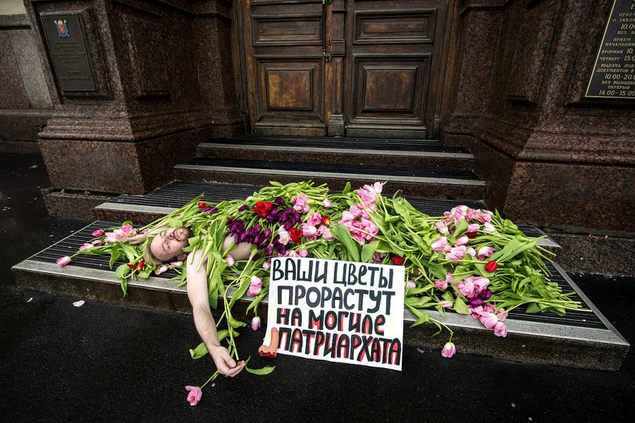 Цветы на могиле патриархата.png