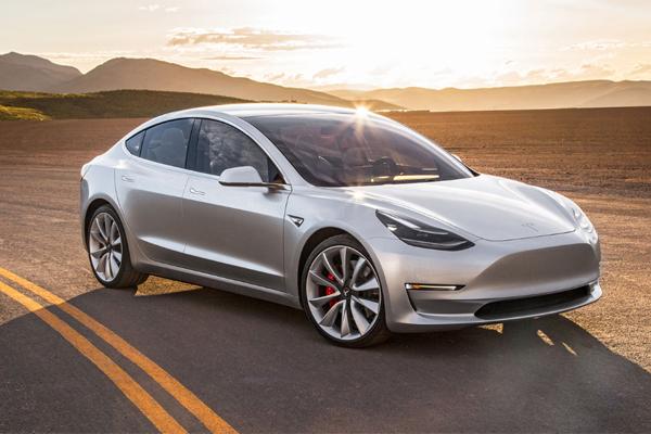 """У электромобилей Tesla появится """"собачий режим"""""""
