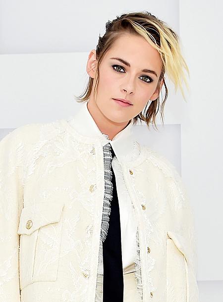 В костюме невесты: Кристен Стюарт посетила вечер Chanel в Париже Мода,Новости моды