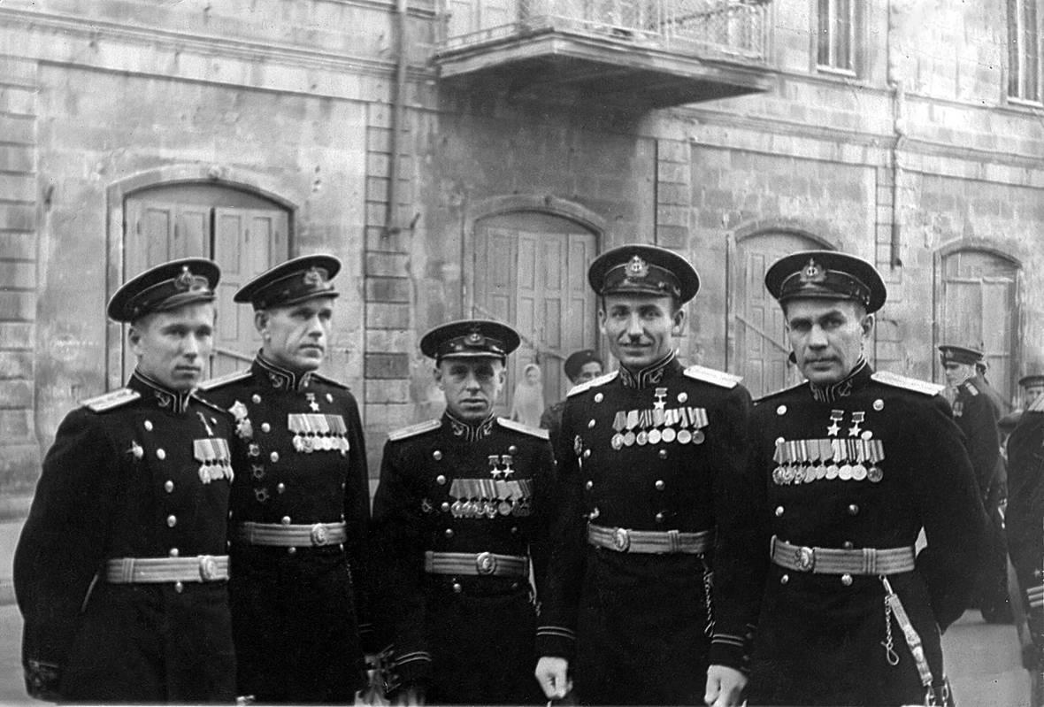 Погоны словно крылья. 1 февраля, ровно 75 лет назад, Красная армия обрела новые знаки различия