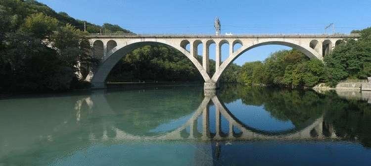 Эффектное слияние: когда встречаются непохожие реки