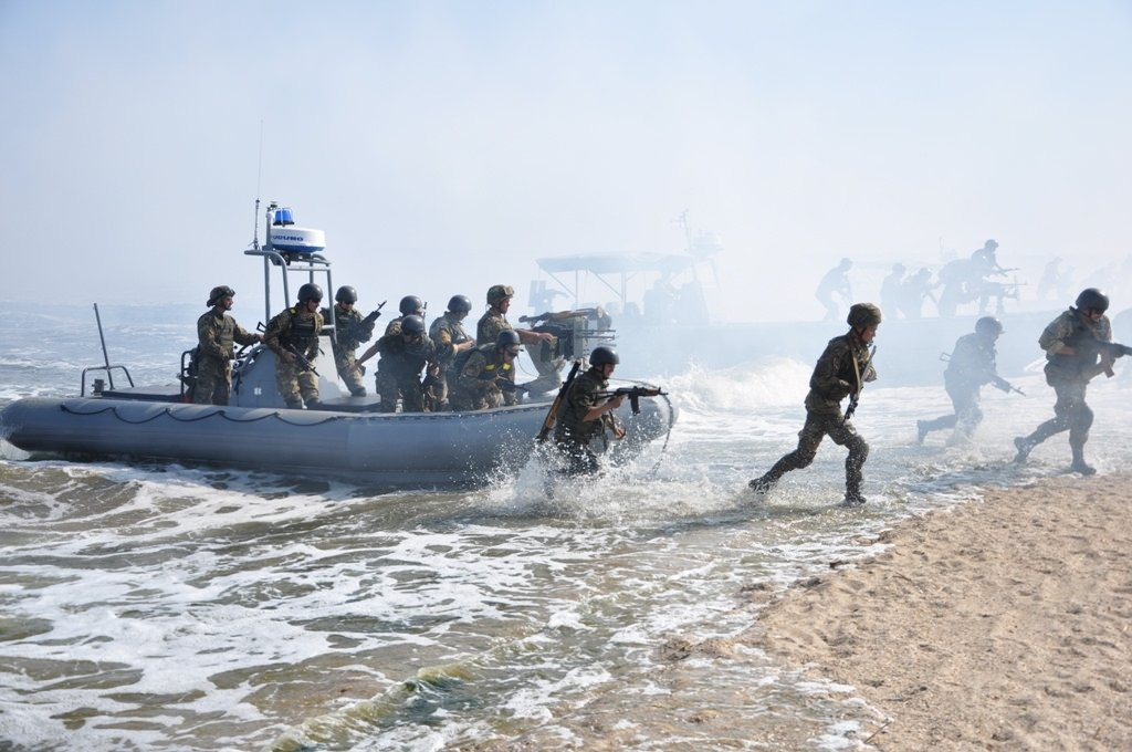 Борцы с рыбаками: эксперт об…