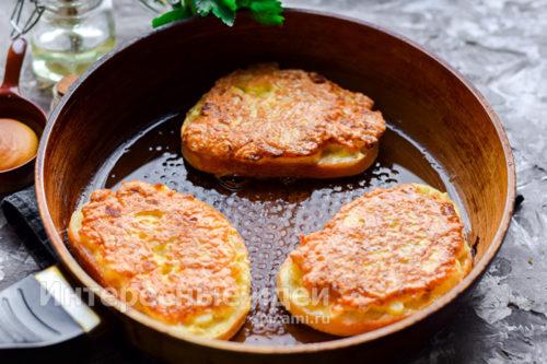 обжарить бутерброды в двух сторон