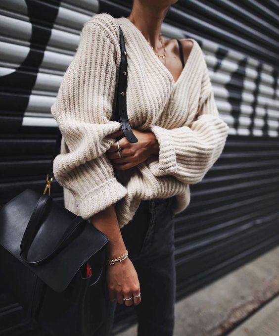Как носить свитер oversize --10 модных образов на каждый день