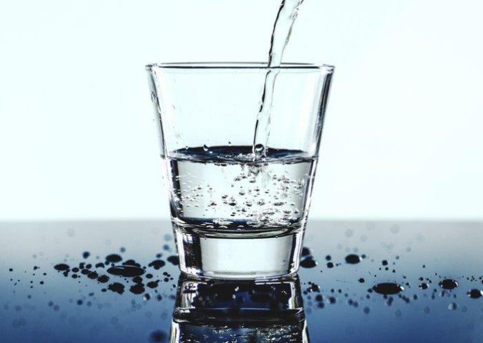 Вода с солью.  Фото: basicadultstuff.com.