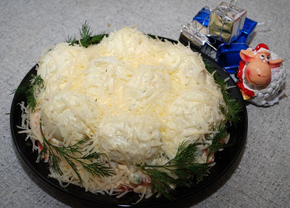 """Салат """"Зимние сугробы"""" - идеальное блюдо к праздничному столу"""