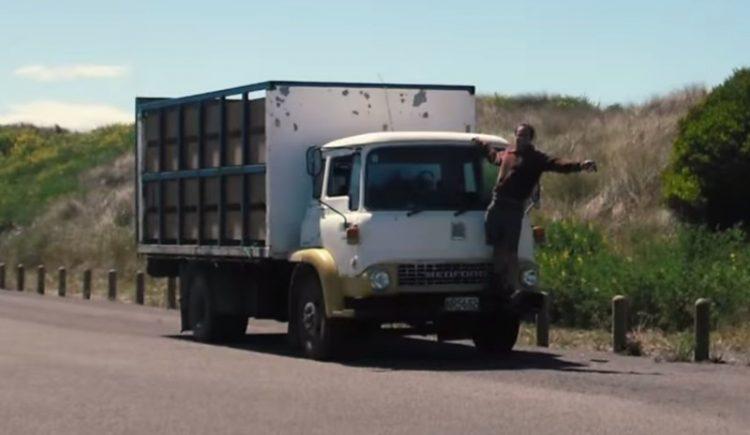 """Семейный """"замок"""" из старого грузовика Фото"""