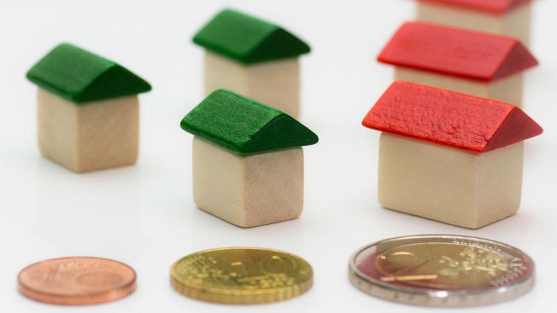 Минэк выступил против продажи единственного жилья должников Общество