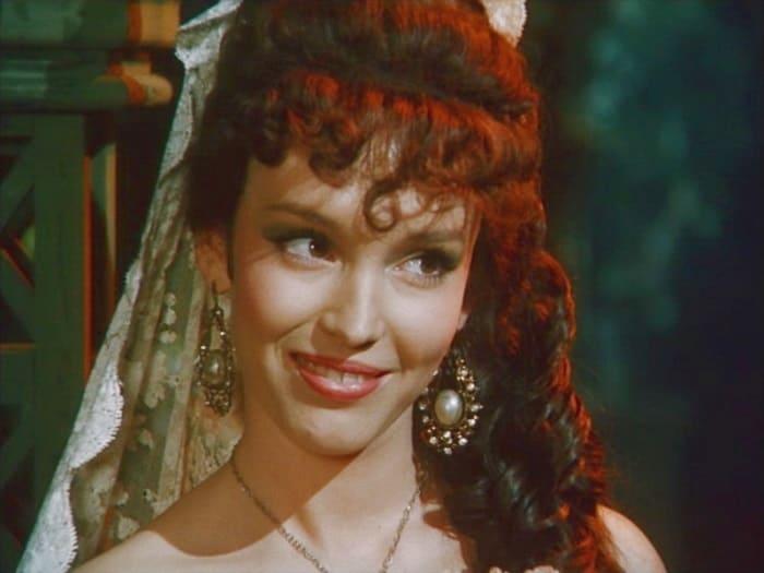 Тяжёлое детство, свадьба в 16 лет и еще 7 малоизвестных фактов о первой красавице российского кино Анне Самохиной