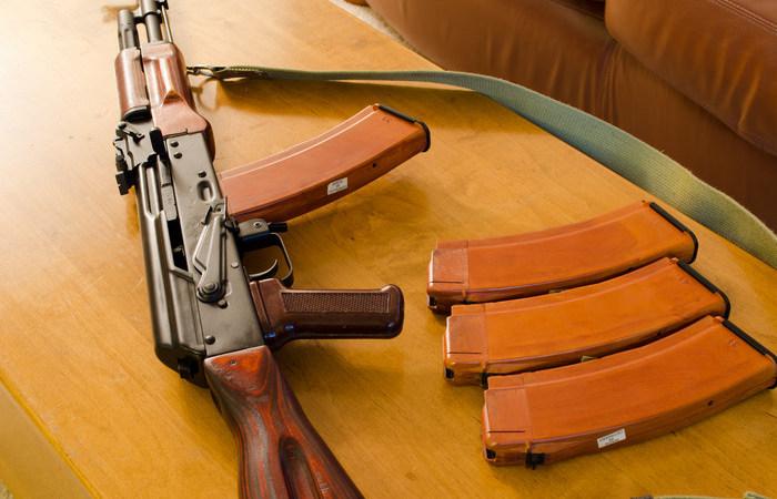 Для чего в магазине АК-74 имеется небольшое отверстие