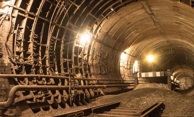 Спуск в тайные тоннели киевского метро: поисковики открыли законсервированный вход Культура