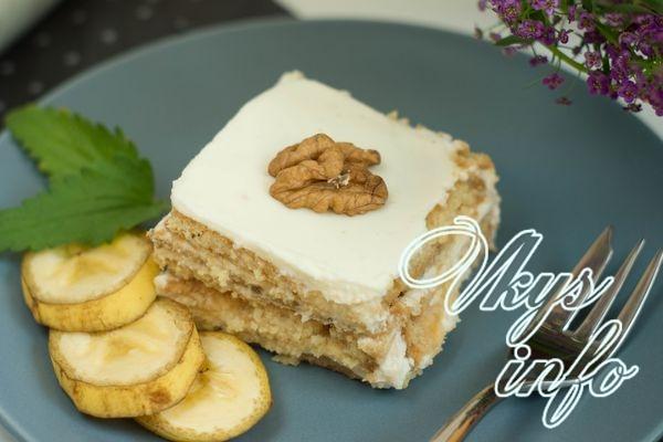 Банановый торт без выпечки с печеньем