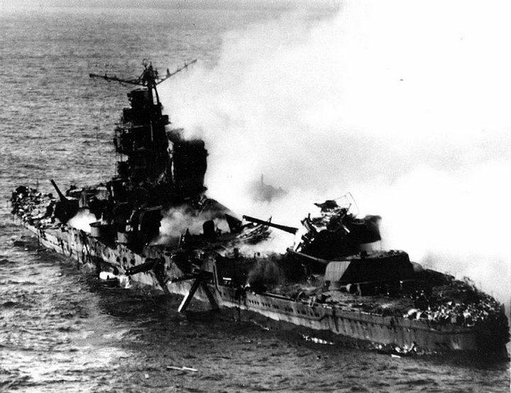 """Крейсер """"Микума"""" после налета Американской авиации. Мидуэй. 6 июля 1942 г. #Фотографии, #история, #факты, .война"""