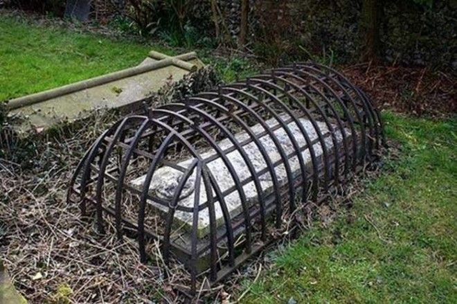 Клетка для мертвецов викторианской эпохи