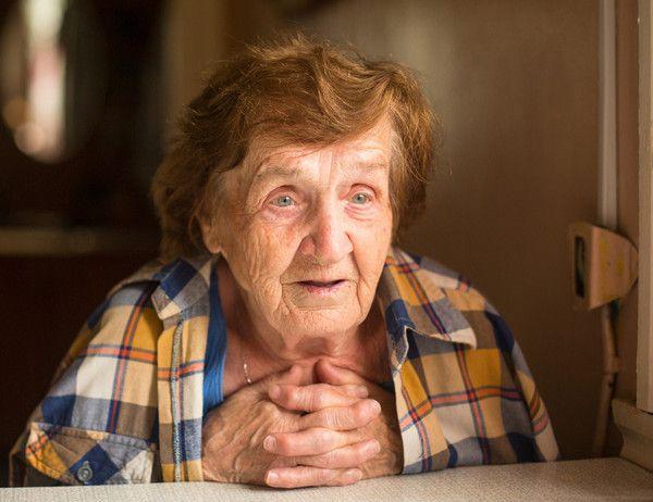Проповедник просил людей простить своих врагов, все согласились, кроме одной бабушки