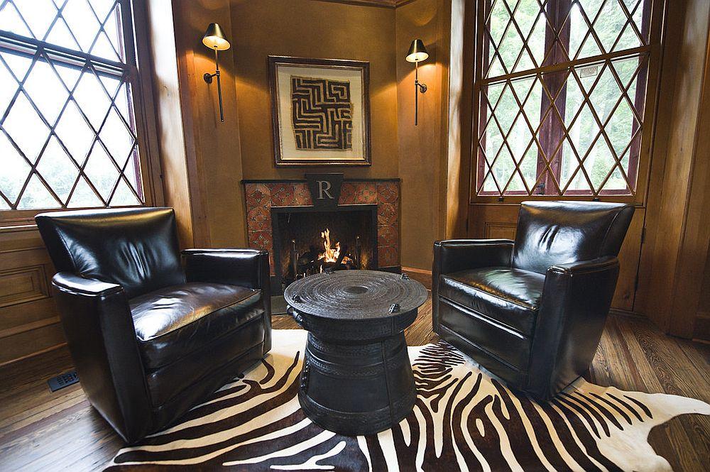 Домашний мини-офис - черные кожаные кресла и оригинальный стол