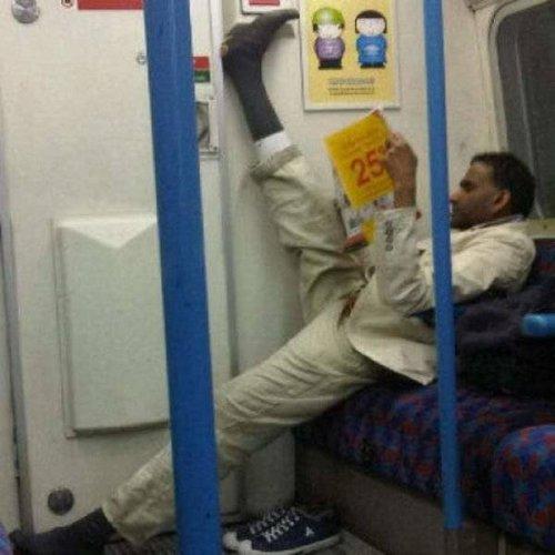 Странные и необычные пассажиры в метро прикольные картинки