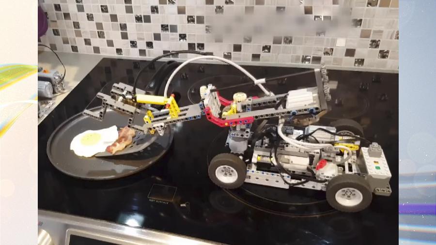 Ну и гаджеты: робот из конструктора, дрон-художник и квадрокоптеры-рекордсмены