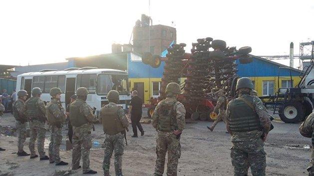 Из героев в бандиты: На Харьковщине «черная сотня Авакова» напала на фермеров