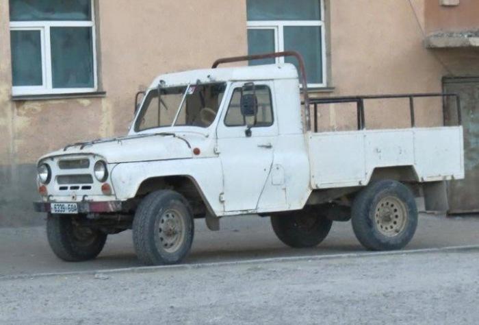 Ð' модельной гамме УÐЗа пикапов не было, но в Монголии они еÑÑ'ÑŒ. | Фото: carakoom.com.