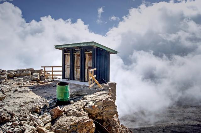 Фотоквест о самых эпических туалетах со всего мира