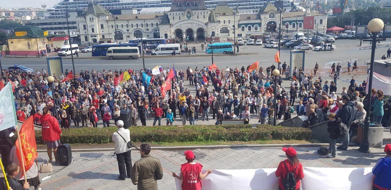 Россияне перестали поддерживать коммунистов в митингах против пенсионной системы