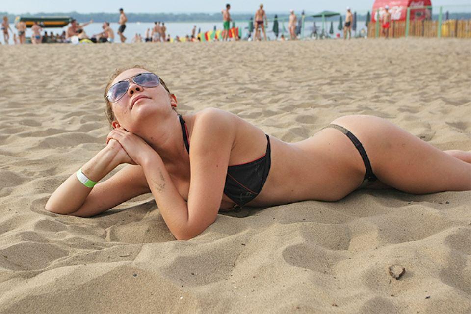 Ретро белых баб ебут на пляжах фото интимное фото