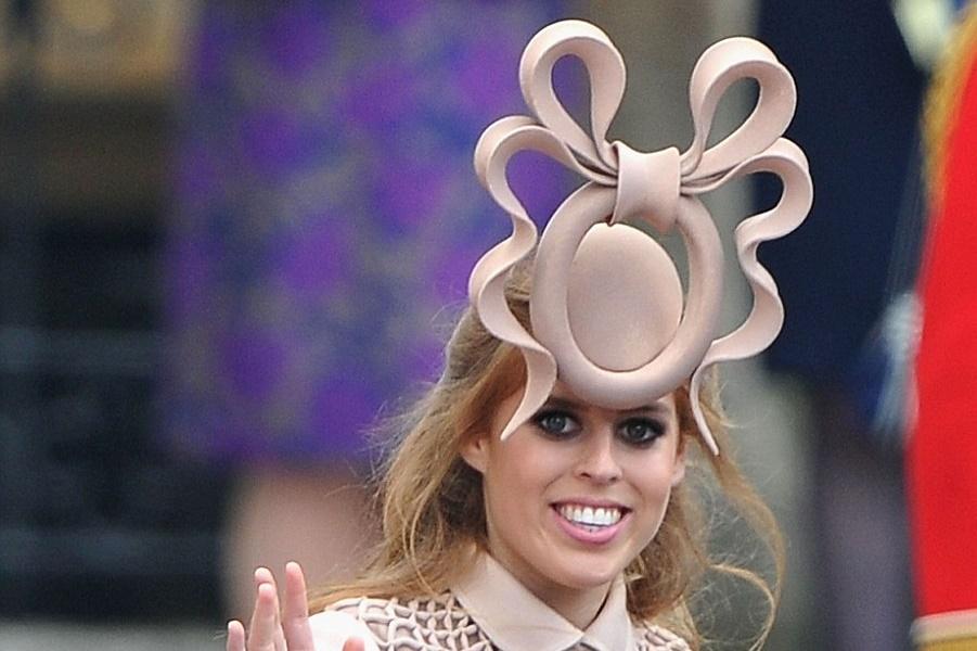 Почему на королевских свадьбах носят такие смешные шляпы?