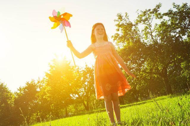 Луч крадётся золотой. В какие детские игры можно поиграть с солнышком?