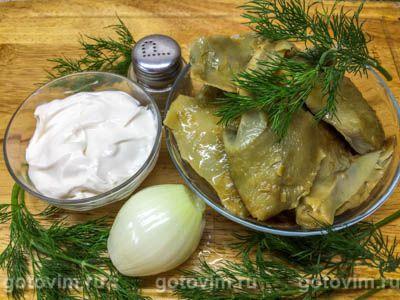 Салат из соленых груздей с луком и сметаной, Шаг 01