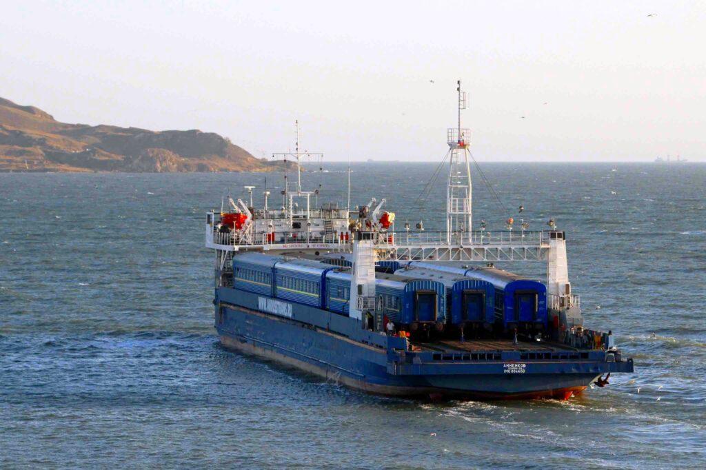 Крымский мост стал причиной закрытия паромной переправы в Керчи