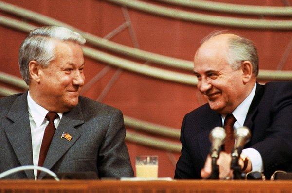 Где сейчас живет первый президент Советского Союза Михаил Горбачев и его семья
