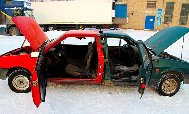 Механики решили сварить две машины и потом попробовать поехать в разные стороны: видео из гаража
