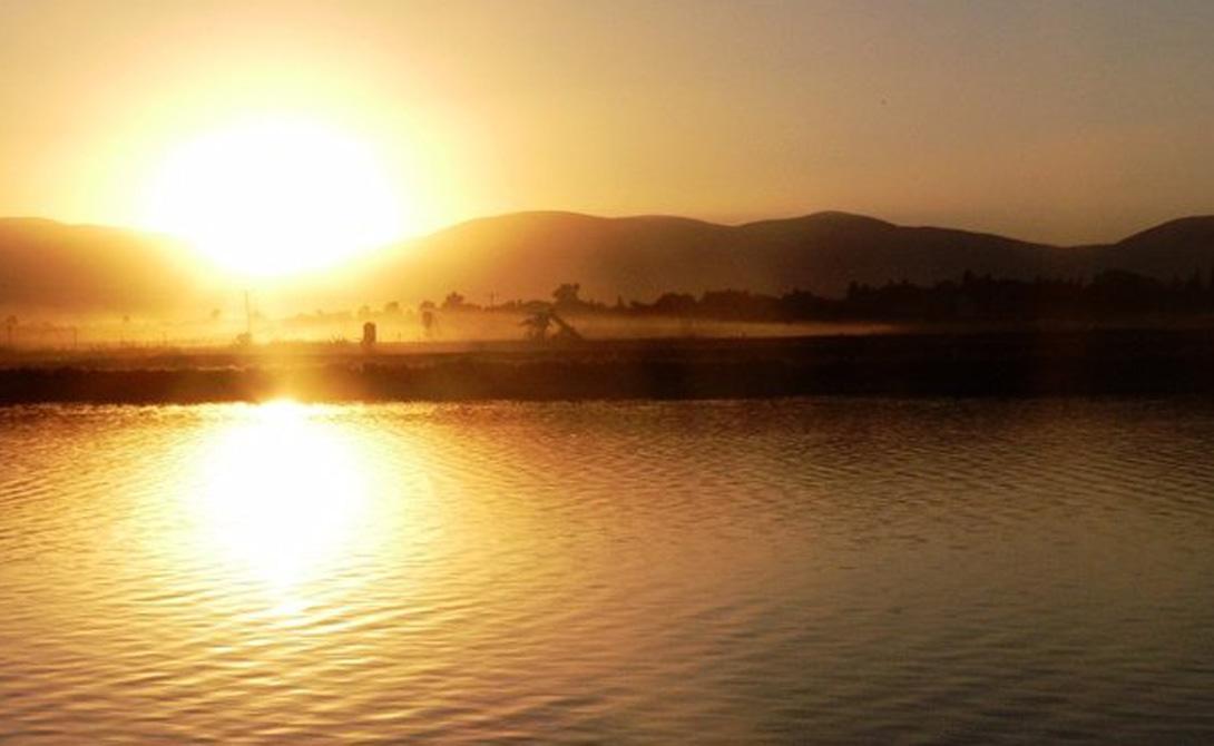 Тират ЦвиИзраильРасположенный на 400 метров ниже уровня моря в Шеан Бейт, Тират Цви славится теплой погодкой. В июне 1942 года здесь была зафиксирована самая высокая температура, когда-либо официально существовавшая в Азии — 53 градуса по Цельсию.