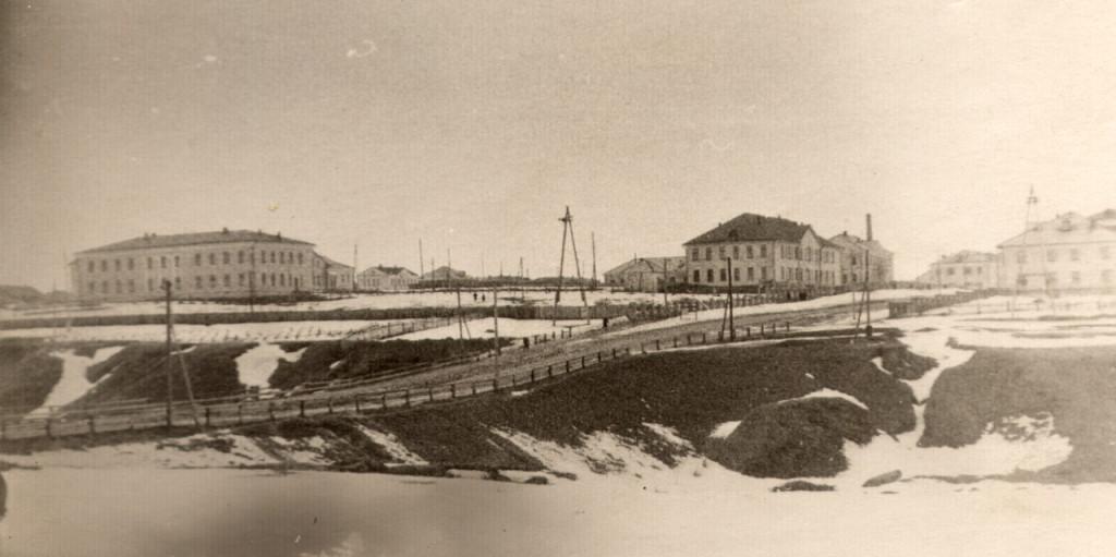 """""""Насыпной"""" мост и новостройки 1958 года."""
