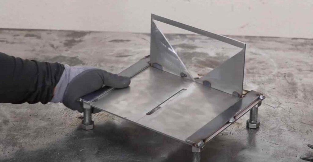 Полезное приспособление для разметки металлических заготовок