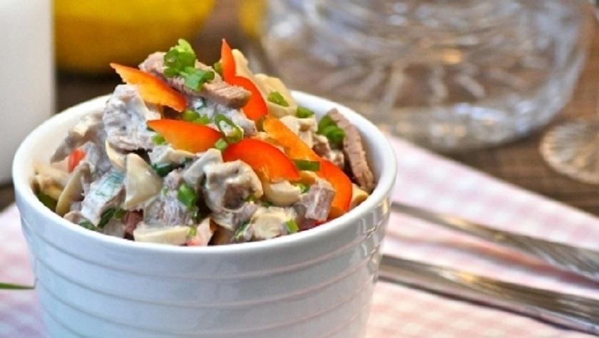 Вкусный салат по-строгановски: без майонезной заправки
