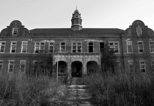 Картинки по запросу заброшенных психиатрических учреждений