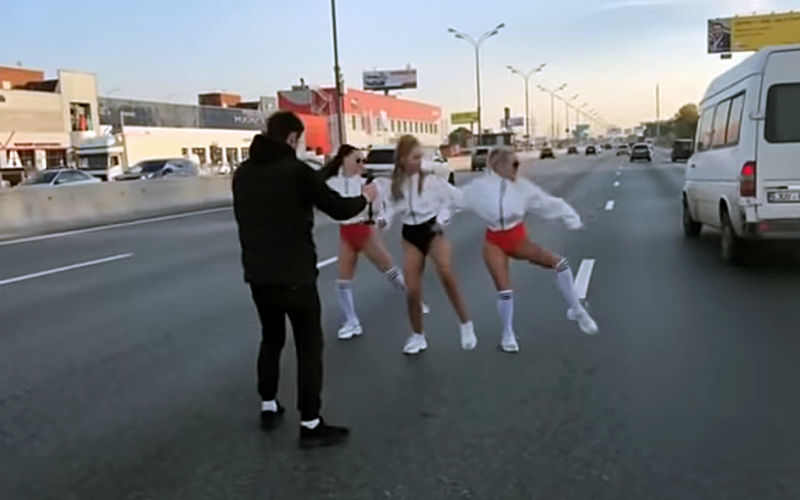 Съемки клипа на МКАДе задержали несколько «скорых»