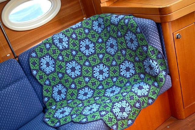Потрясающий плед из бабушкиных квадратов, кругов и треугольников. Схемы