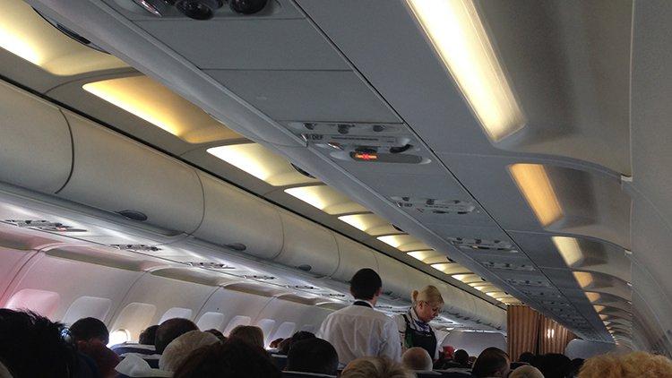Камчатский врач в самолёте спас летевшую в Москву женщину