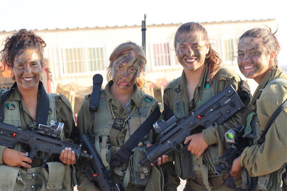 Девушки, служащие в армии Израиля